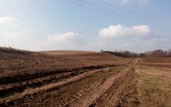 V Seniakovciach veľký pozemok na predaj